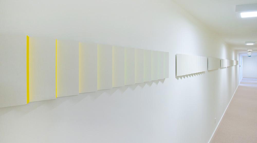 Das Prinzip der Faltung   I   2013   I   zwölfteiliges Wandfries   I   Acryl und Quarzsand auf MDF   I   Masse jeweils 132  x  25  x  5 cm