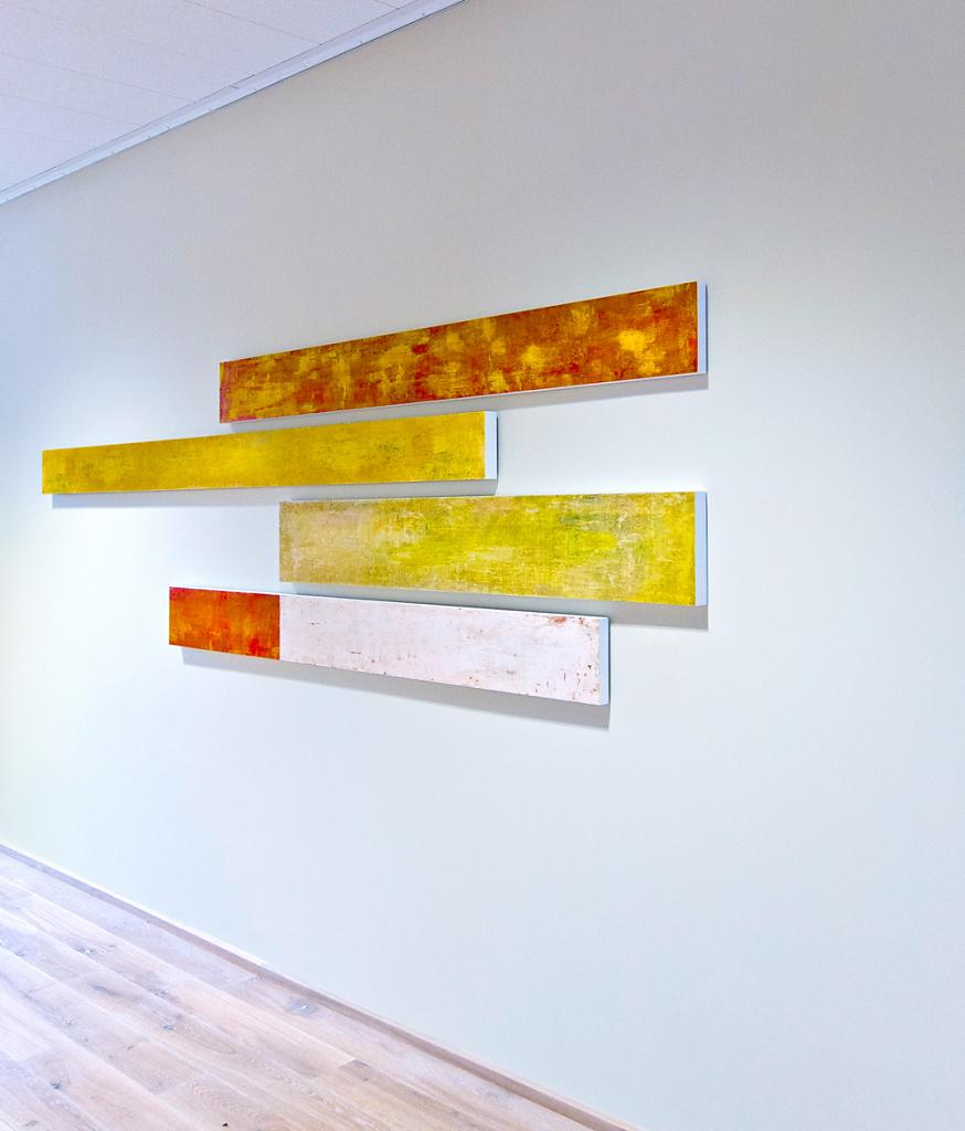 Schwarm  I  2015  I Acryl und Schellack auf MDF  I  1500 x 120 x 5 cm